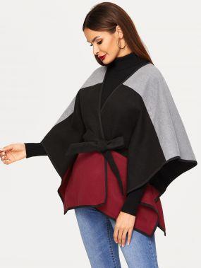 Контрастное пальто пончо с поясом