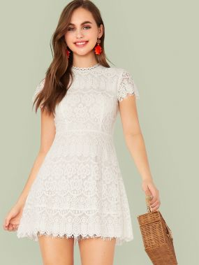 Однотонное приталенное расклешенное кружевное платье с молнией