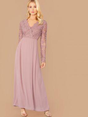 Кружевное платье со складками