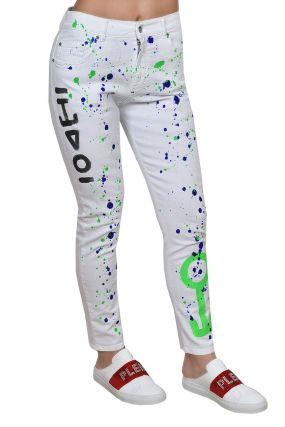 Белые джинсы с ярким рисунком