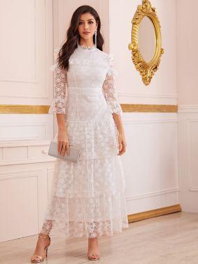 Кружевное платье с многослойным низом
