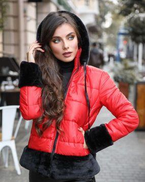 Яркая зимняя куртка