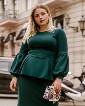 Платье с баской изумрудного цвета