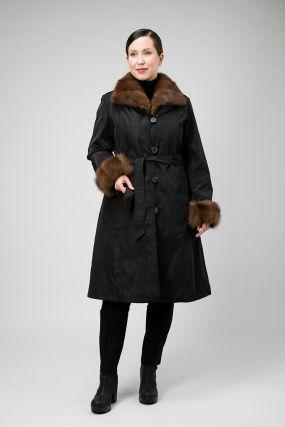 Расклешенное зимнее пальто с меховым воротником