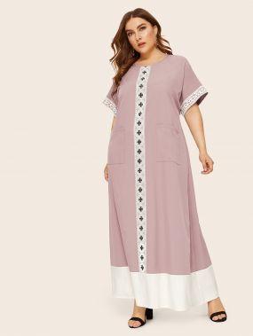 Платье с карманом и кружевном вставкой размера плюс