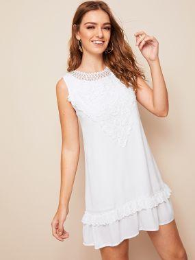 Платье с кружевной вставкой и вышивкой без рукавах