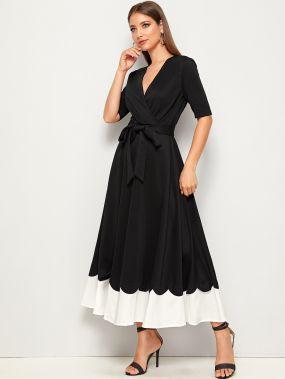 Двухцветное платье с поясом, оригинальной отделкой и глубоким V-образным вырезом