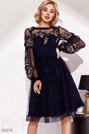 Утонченное платье с вышивкой