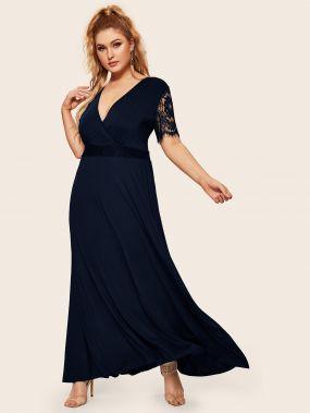 Длинное платье размера плюс с глубоким v-образным вырезом и кружевным рукавом