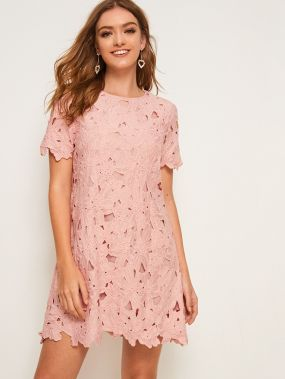 Однотонное кружевное платье