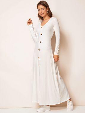 Вязаное ребристое платье с разрезом и пуговицами