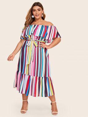 Платье в полоску размера плюс с открытыми плечами и поясом