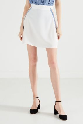 Молочная юбка в спортивном стиле