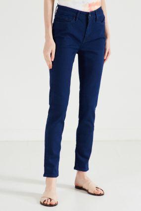 Прямые синие джинсы