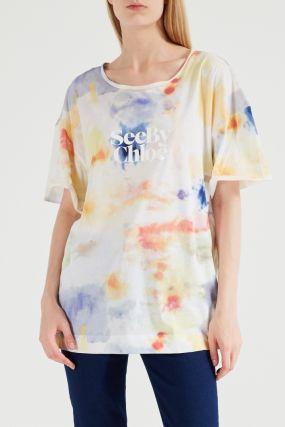 Разноцветная футболка с надписью