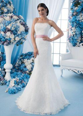 Кружевное свадебное платье с открытыми плечами SDV015