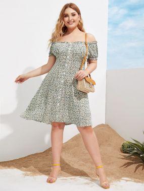 Платье с пуговицами и цветочным принтом размера плюс