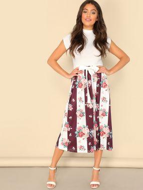 Контрастное платье с цветочным принтом и поясом
