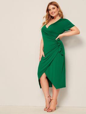 Однотонное платье размера плюс с оборками