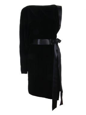 Платье бархатное с поясом
