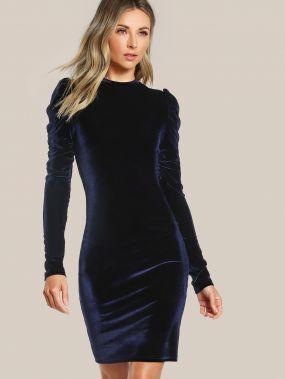 Модное бархатное платье-футляр