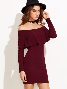Бордовое облегающее платье с воланами с открытыми плечами