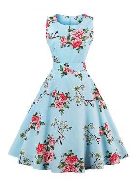 Модное платье с поясом и цветочным принтом