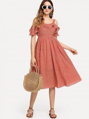 Платье с полосками и открытой спиной