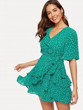 Платье с запахом оборкой и цветочным принтом