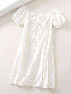 Однотонное платье с открытыми плечами и узлом