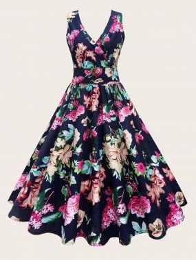 Расклешенное платье с цветочным принтом и глубоким V-образным вырезом размера плюс