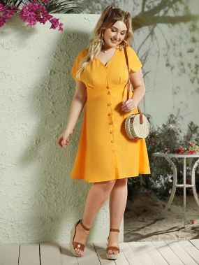 Однотонное платье с оригинальным рукавом и пуговицами размера плюс