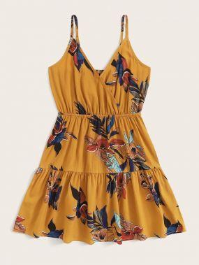 Платье на бретелях с цветочным принтом и глубоким V-образным вырезом размера плюс