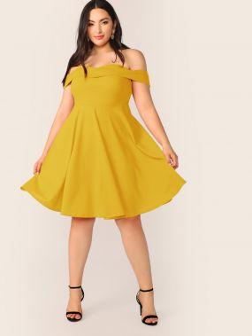 Расклешенное платье с открытым плечом размера плюс