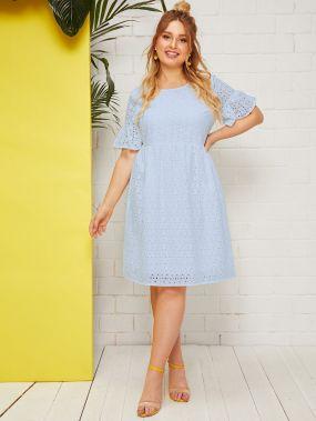 Платье с оригинальным рукавом размера плюс