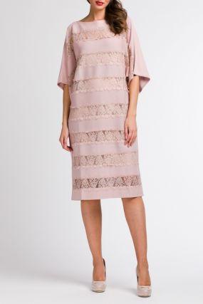 Розовое платье с кружевными вставками