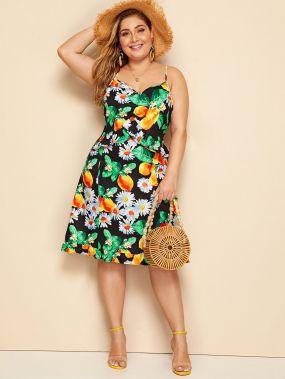 Цветочное платье на бретелях с фруктовым принтом размера плюс