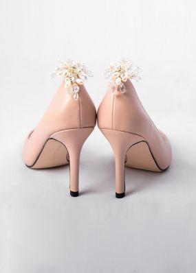 Классические туфли-лодочки с брошью TBB002-05SH