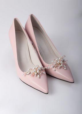 Светло-розовые туфли-лодочки на каблуках с брошью TBB009-15SH