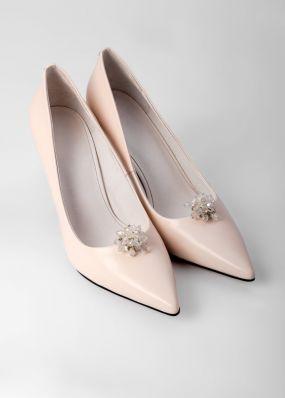 Светло-бежевые туфли на каблуке со съемной брошью TBB008-07SH