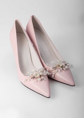 Светло-розовые туфли-лодочки на каблуках с брошью TBB009-09SH