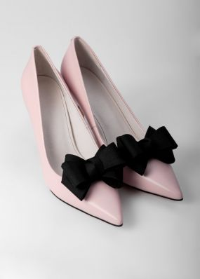 Светло-розовые туфли-лодочки на каблуках с брошью TBB009-02SH