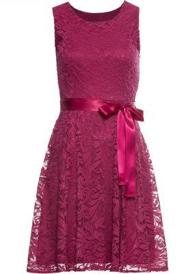 Платье из кружева с сатиновым поясом