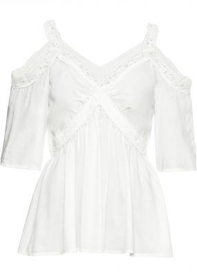 Блузка с вырезами и кружевом