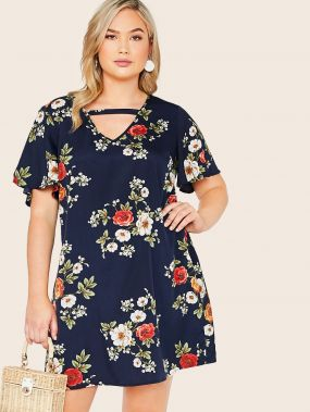 Платье с цветочным принтом и ажурным воротником размера плюс