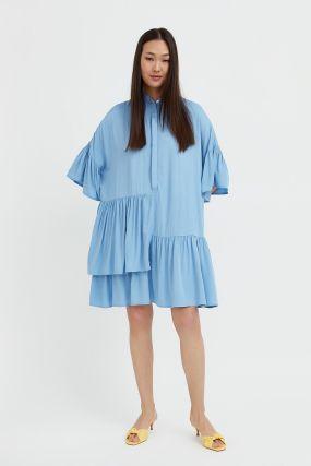 свободное платье с асимметричными воланами