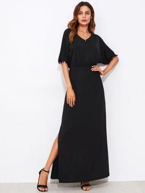 Модное платье-кафтан с вырезом и помпонами