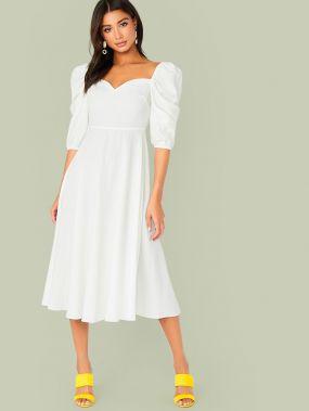 Расклешенное платье с пышными рукавами и вырезом-сердечком