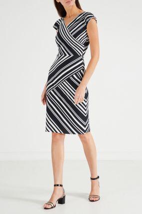 Платье-футляр в полоску