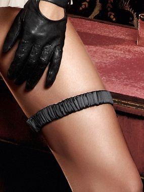 Черная сатиновая подвязка Accessoires Baci Lingerie Black Label